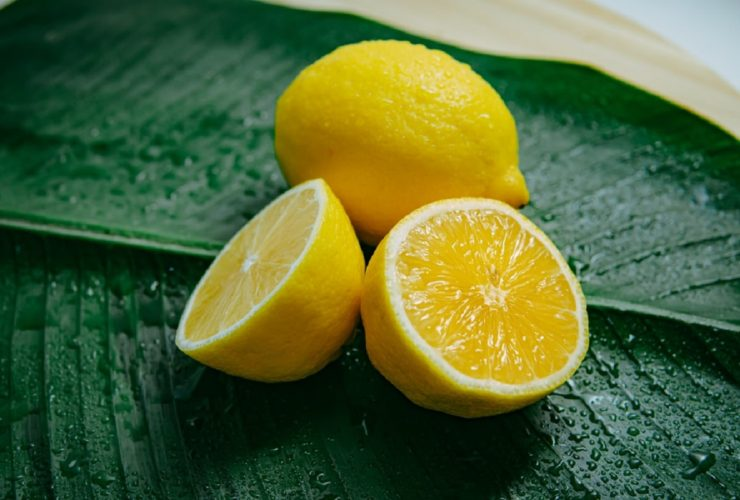 The Pros and Cons of Drinking Lemon Water