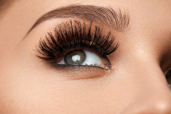 5 Tips To Make Your Lashes Thicker